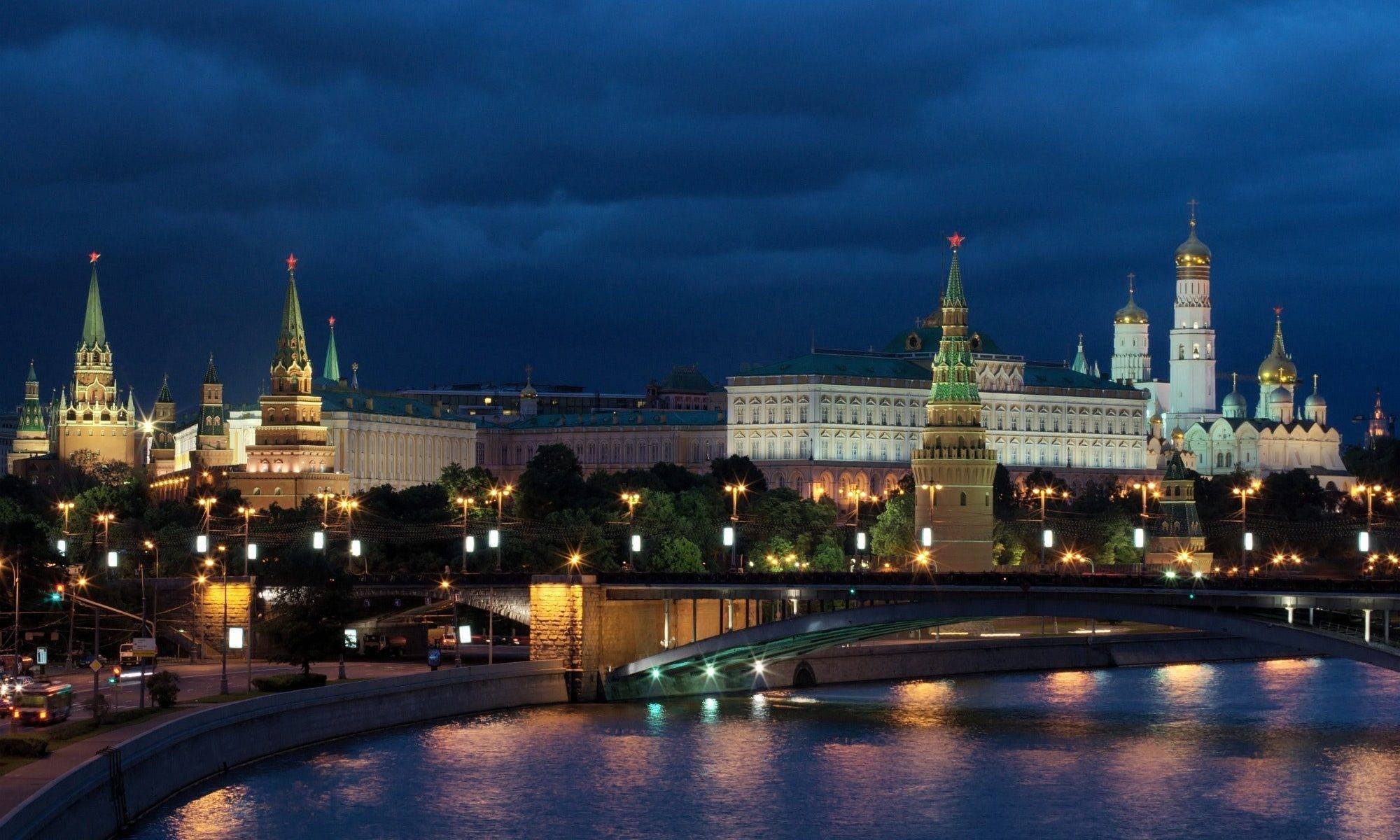 Live Stand locations in Moscow, Kremlin backdrop