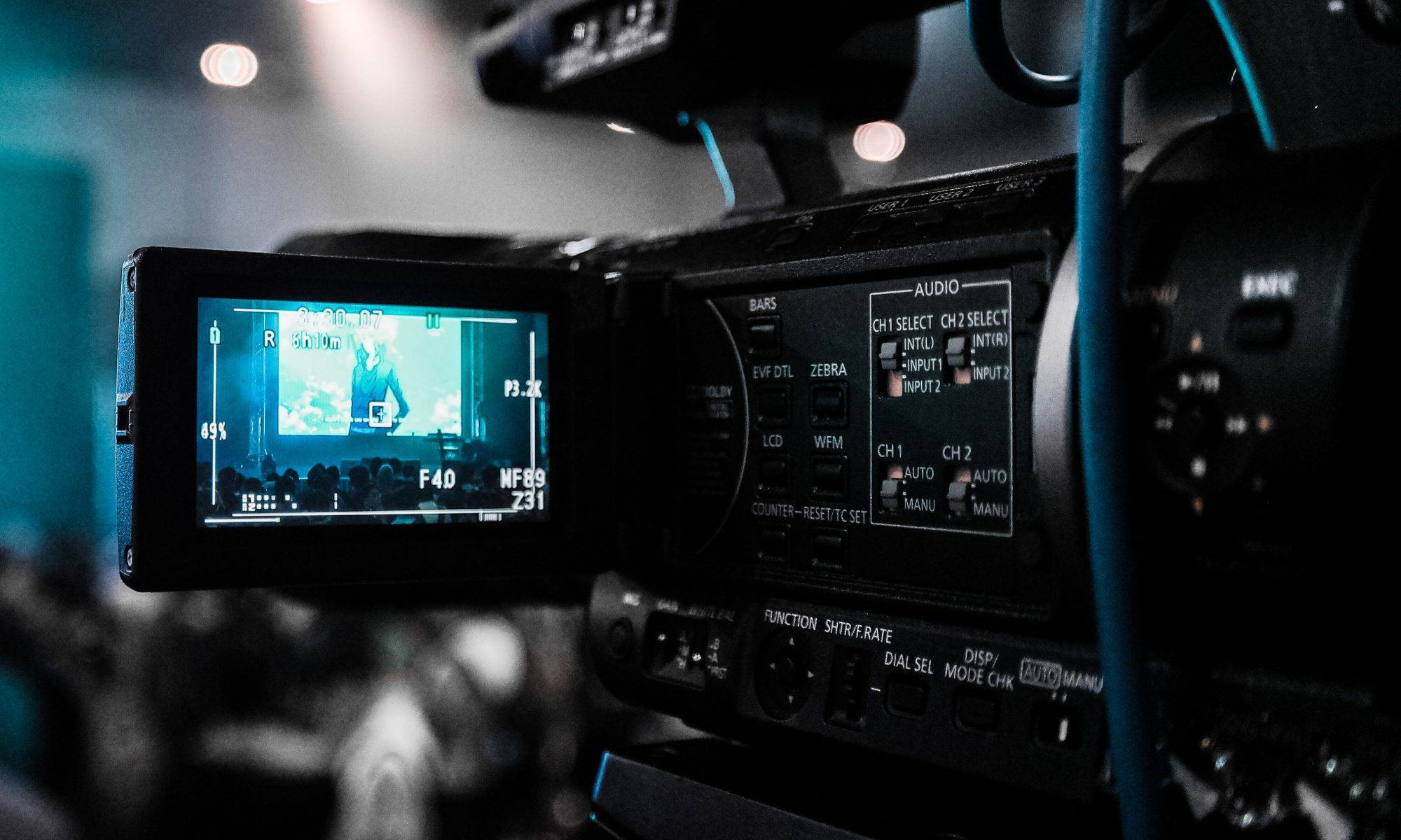 We provide 1-2 men video camera crew With broadcasting-camcorder- in Moscow